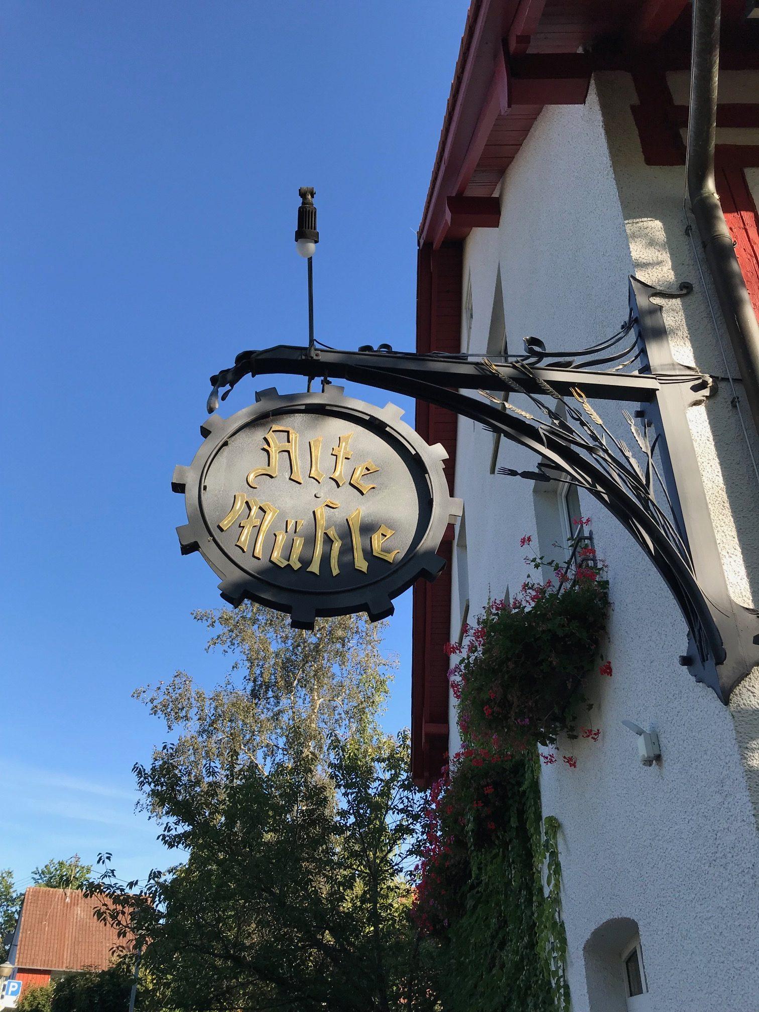 """Schild von der """"Alte Mühle"""""""
